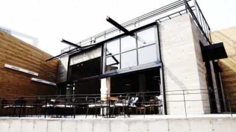 클래식한 빈티지와 현대적인 모던함이 공존하는 '커피스미스'
